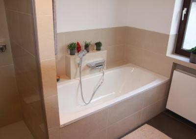 Helles und modernes Badezimmer - Terrakotta