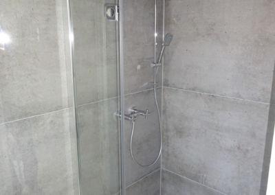 Geflieste Dusche großflächige Fliesen