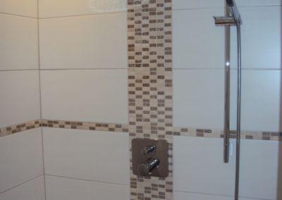Geflieste Dusche Regenbrause Mosaik